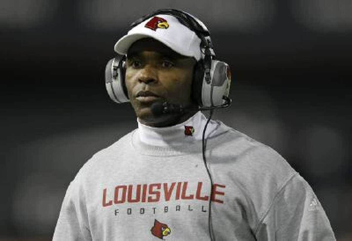 Louisville head coach Charlie Strong reportedly says he's agreed on a deal to be Texas' next head coach.