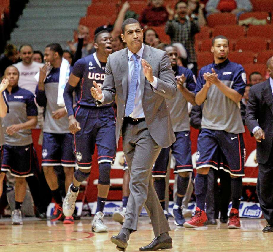 UConn coach Kevin Ollie smashed a clipboard on New Year's Eve during a loss to Houston. He's ready to smash two if that's what it takes to get the Huskies past SMU. Photo: Bob Levey — The Associated Press  / FR156786 AP