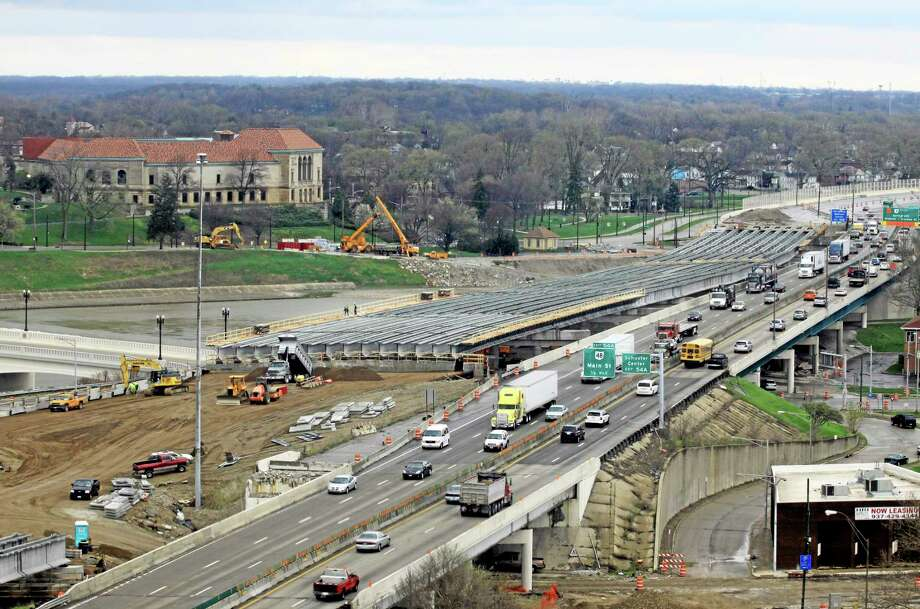 A section of the I-75 Phase II modernization project under way in Dayton, Ohio. On Oct. 29, the federal system that pays for the country's transportation infrastructure will shut down unless Congress acts. Photo: FILE  / FRE23879 AP