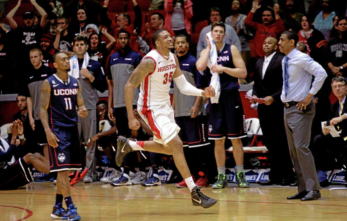 TaShawn Thomas (35) celebrates at the final buzzer after the Cougars beat No. 17 UConn 75-71 on Tuesday night in Houston.