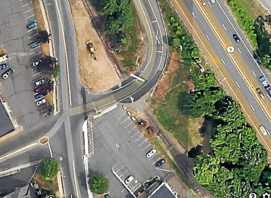 The Route 9 South off-ramp on deKoven Drive in Middletown will be closed for construction through June 26, according to the water and sewer department. Photo: Courtesy Google Earth