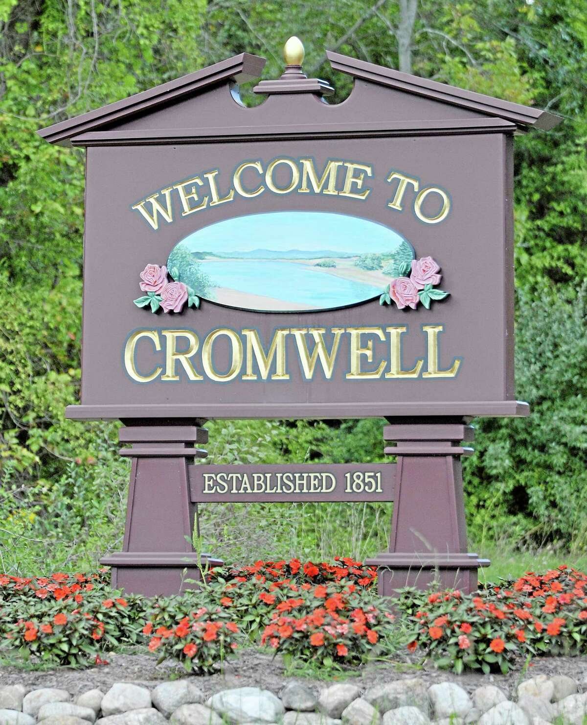 Cromwell town sign. Catherine Avalone — The Middletown Press