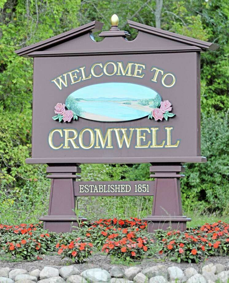 Cromwell town sign. Catherine Avalone — The Middletown Press Photo: Journal Register Co. / TheMiddletownPress