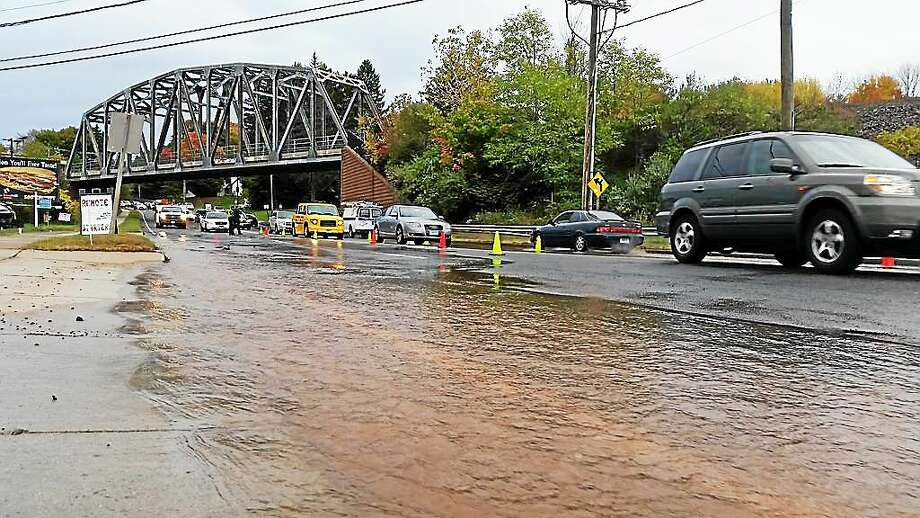 A water main break Monday afternoon at 512 Washington Street in Middletown closed two of four lanes to traffic. Photo: Kathleen Schassler — The Middletown Press