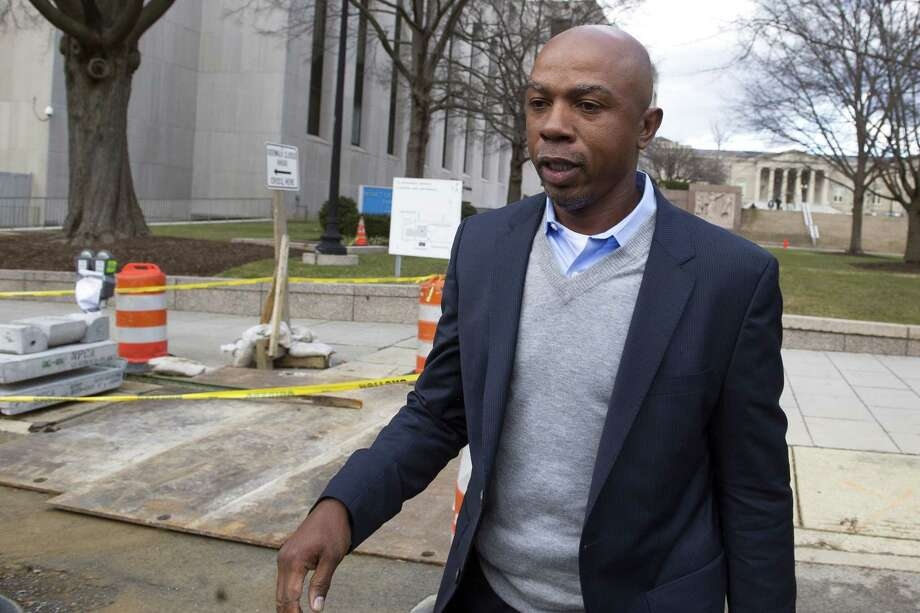 Basketball analyst Greg Anthony will have a soliciting prostitution charge dropped if he does 32 hours of community service and stays out of trouble for four months. Photo: Cliff Owen — The Associated Press  / FR170079 AP