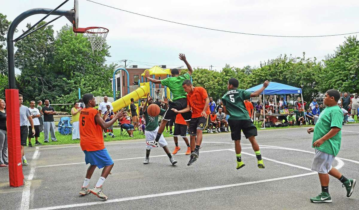Middletown youth recreational basketball registration is underway.