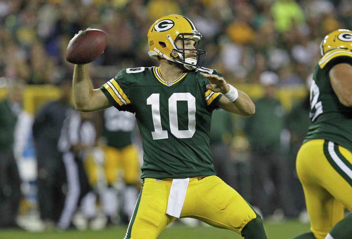 Quarterback Matt Flynn signed with the New England Patriots on Friday.