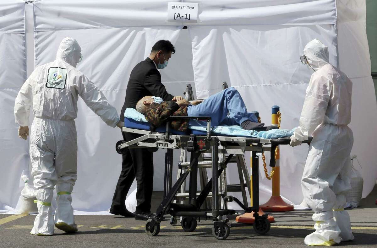 Hospital workers wearing protective gears as a precaution against the Middle East Respiratory Syndrome virus push a wheeled stretcher carrying a suspected MERS patient at Samsung Medical Center in Seoul, South Korea Wednesday, June 10, 2015. South Korea believes its MERS virus outbreak may have peaked, and experts say the next several days will be critical to determining whether the government's belated efforts have successfully stymied a disease that has killed seven people and infected nearly 100 in the country. (Hong Hae-in/Yonhap via AP) KOREA OUT