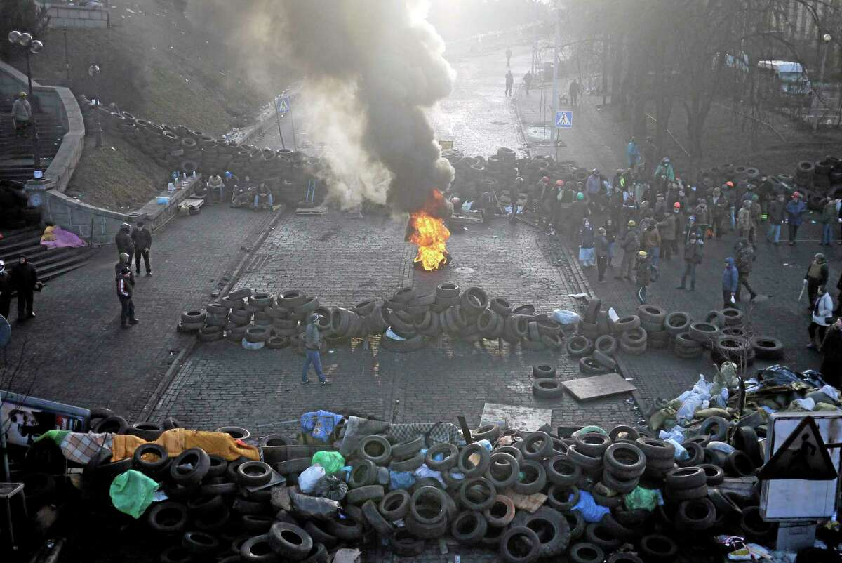 A fire burns at the barricades on the outskirts of Independence Square in Kiev, Ukraine, Friday, Feb. 21, 2014. Ukraineís presidency said Friday that it has negotiated an international deal intended to end battles between police and protesters that have killed scores and injured hundreds. (AP Photo/ Marko Drobnjakovic)