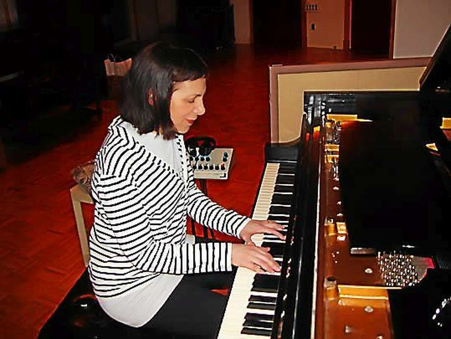 Contributed photo Pianist Leslie Pintchik performs at the Side Door in Old Lyme. Photo: Journal Register Co.