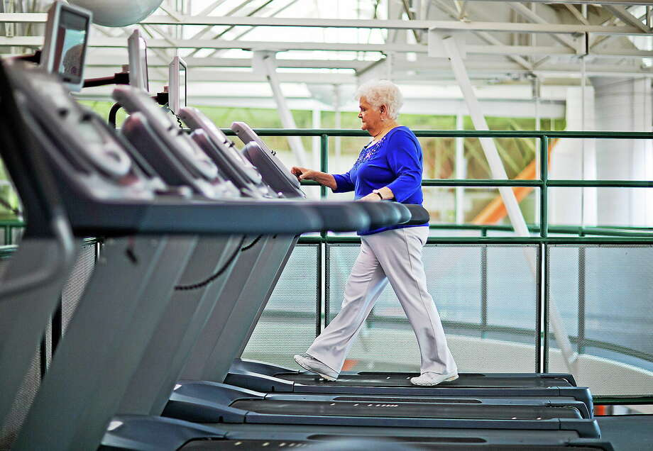 Sarah Luke, 73, of Kennesaw, Ga., who was diagnosed with diabetes six years ago, walks on a treadmill as part of a new exercise program at her local YMCA. Photo: AP Photo/David Goldman  / AP