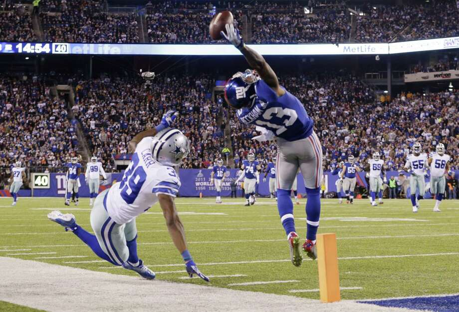 New York Giants receiver Odell Beckham Jr. makes a one-handed catch for a touchdown against Dallas Cowboys cornerback Brandon Carr (39) on Sunday night in East Rutherford, N.J. Photo: Julio Cortez — The Associated Press  / AP