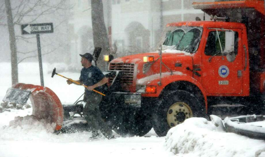 (Mara Lavitt ó New Haven Register)  February 13, 2014 Westbrook: A CT DOT worker hops out to clear snow from his truck at the intersection of I-95 southbound, exit 65 and Horse Hill Rd., Westbrook. Photo: Journal Register Co. / Mara Lavitt