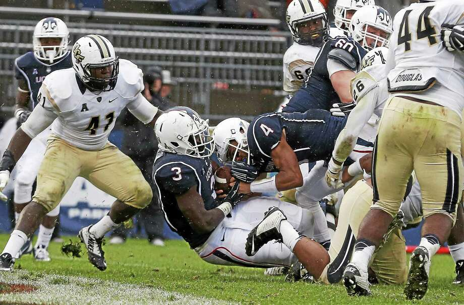 UConn freshman running back Ron Johnson (3) crosses the goal line for a touchdown during the Huskies' 39-27 win over Central Florida on Nov. 1 at Rentschler Field. Photo: Michael Dwyer — The Associated Press File Photo  / AP