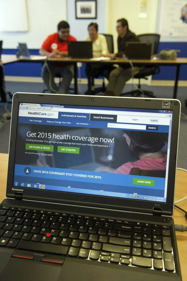 People sign up for health care coverage at the Greater Prince William Community Health Center, Evergreen Terrace Site, in Manassas, Va. on Nov. 15, 2014. Photo: AP Photo/Cliff Owen  / FR170079 AP