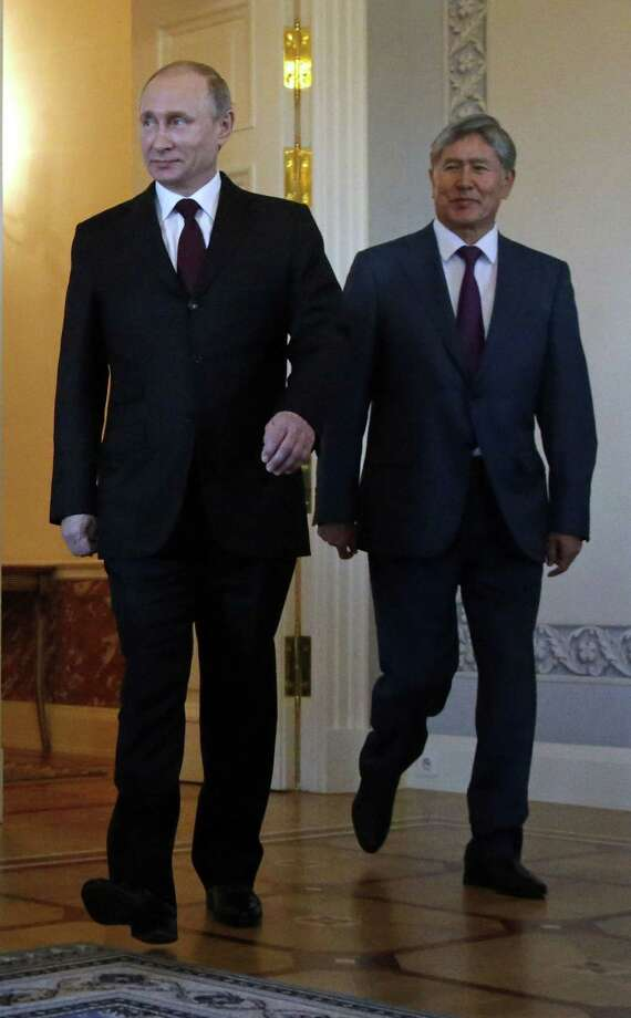 Russian President Vladimir Putin, left, and Kyrgyz President Almazbek Atambayev enter the hall for their meeting in the Konstantin Palace outside St. Petersburg, Russia on March 16, 2015. Photo: AP Photo/Anatoly Maltsev, Pool  / POOL EPA