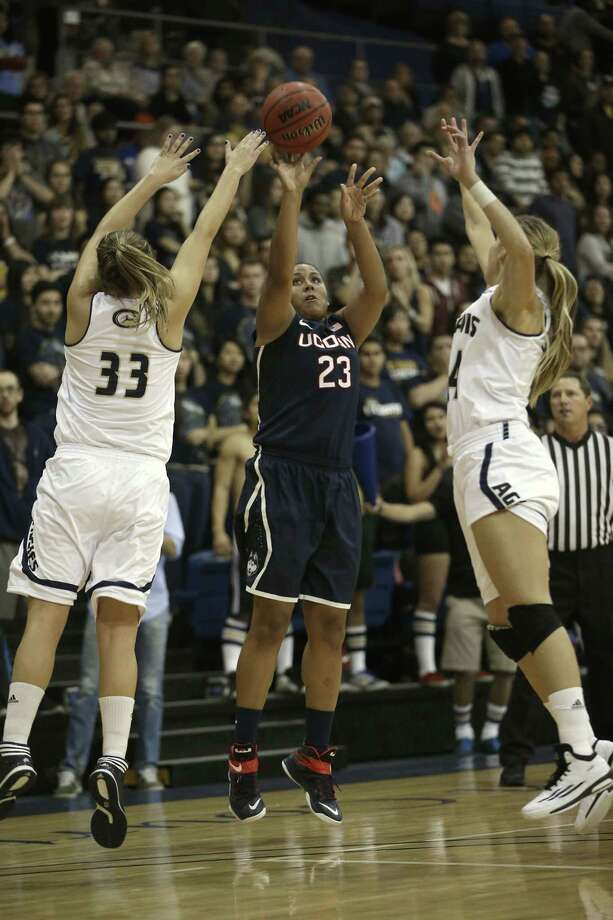 UConn senior Kaleena Mosqueda-Lewis shoots between UC Davis' Kelsey Harris, left, and Brianna Salvatore during the first half of the No. 1 Huskies' 102-43 win on Friday night in Davis, Calif. Photo: Rich Pedroncelli — The Associated Press  / AP