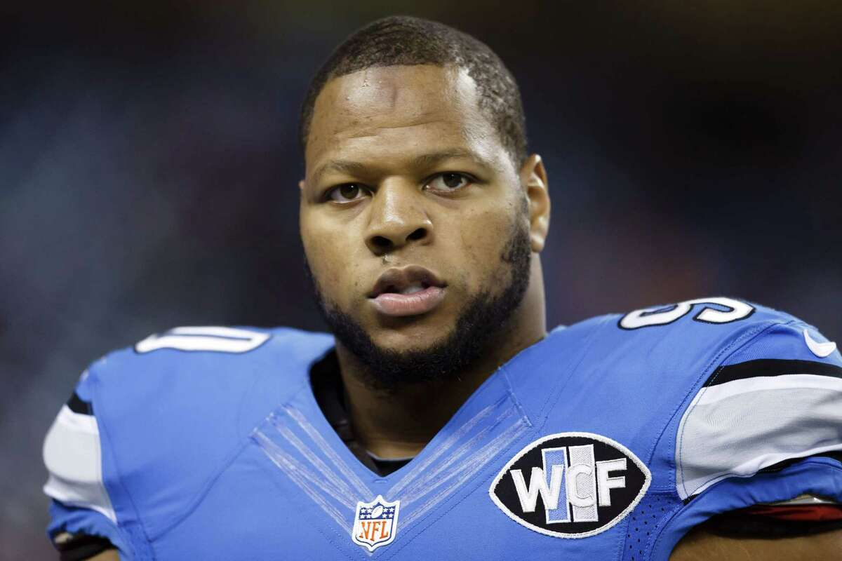 Defensive tackle Ndamukong Suh has officially signed with the Miami Dolphins.