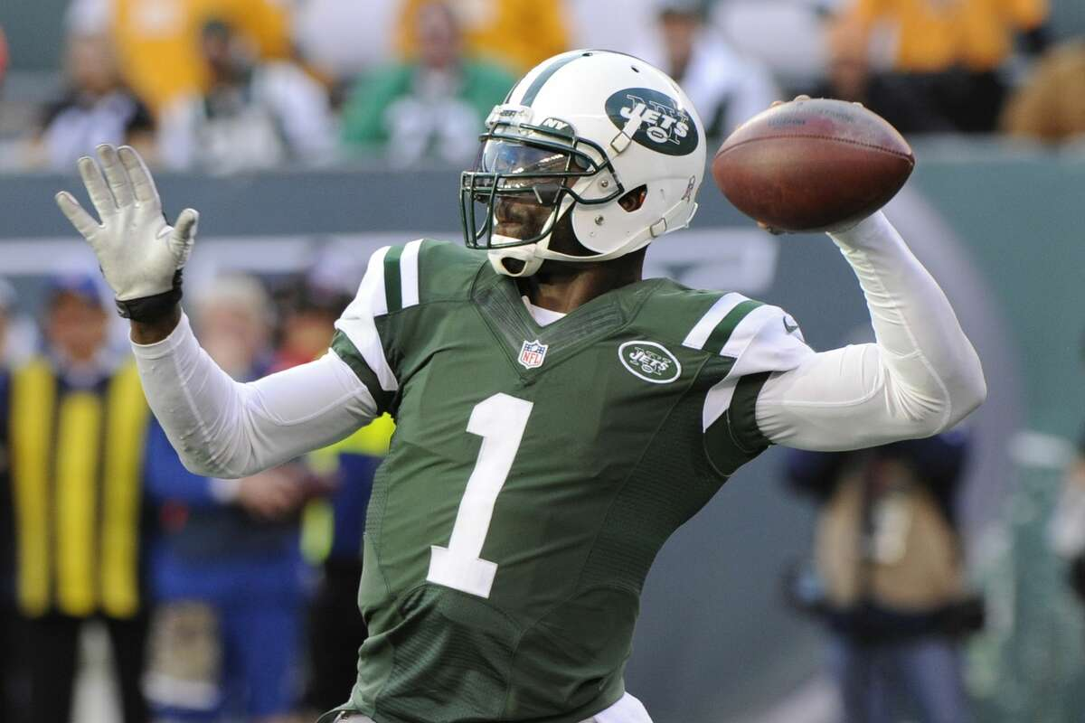 New York Jets quarterback Michael Vick throws a pass during the second half of Sunday's game against the Pittsburgh Steelers in East Rutherford, N.J.