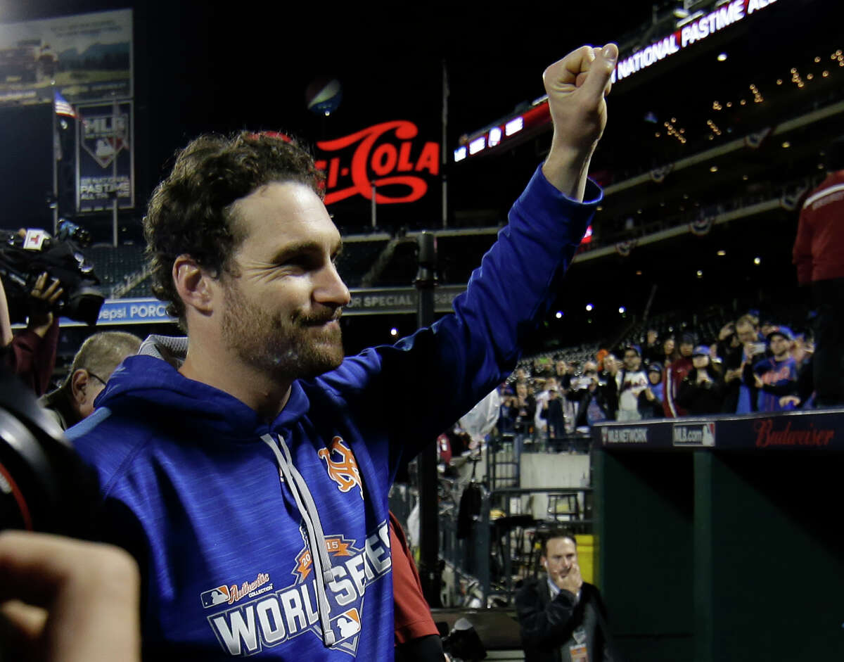 The New York Mets gave second baseman Daniel Murphy a $15.8 million qualifying offer on Friday.