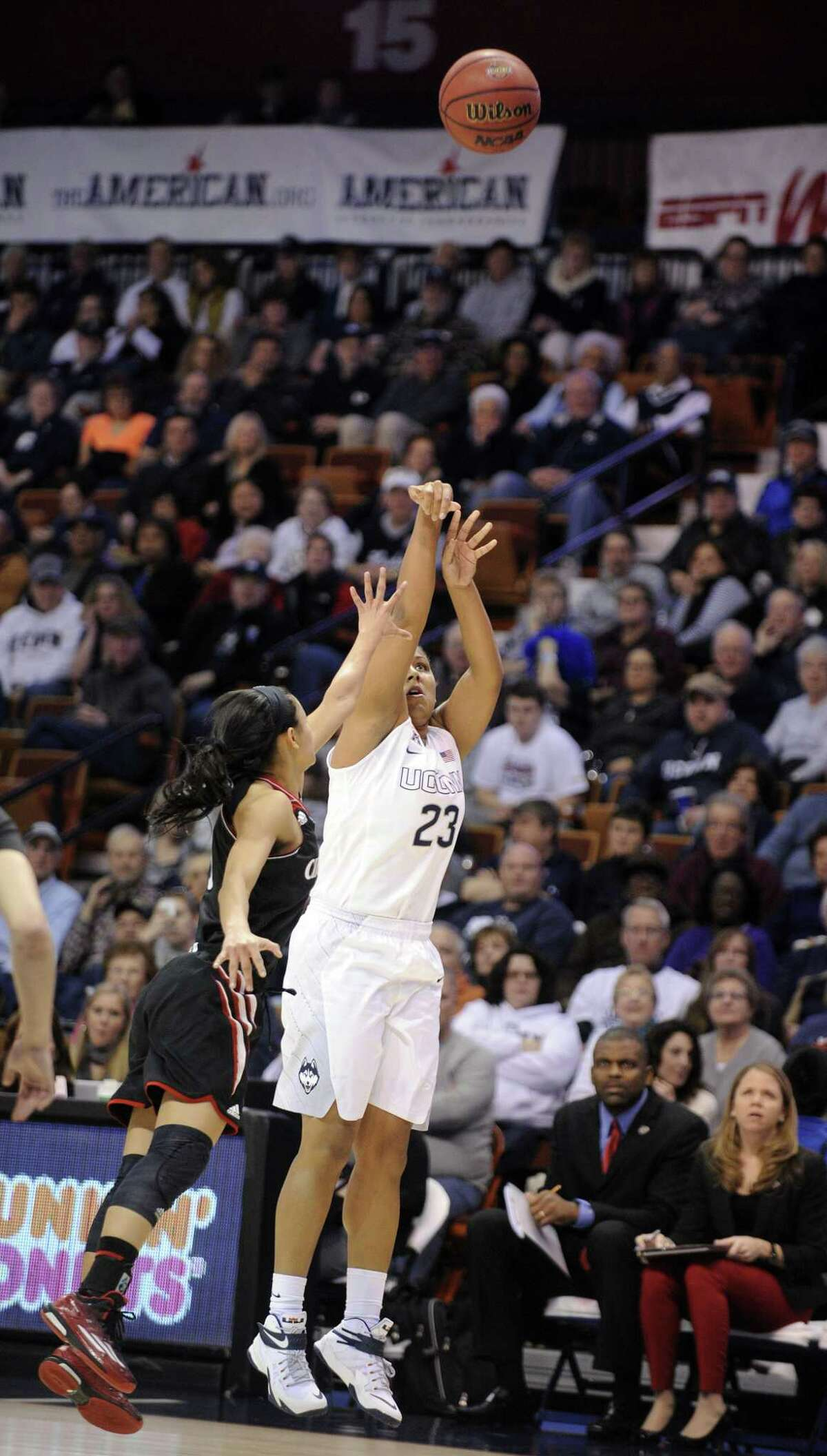 UConn's Kaleena Mosqueda-Lewis shoots over Cincinnati's Ana Owens (3) during the Huskies' 93-34 win in the quarterfinals of the AAC tournament Saturday in Uncasville.