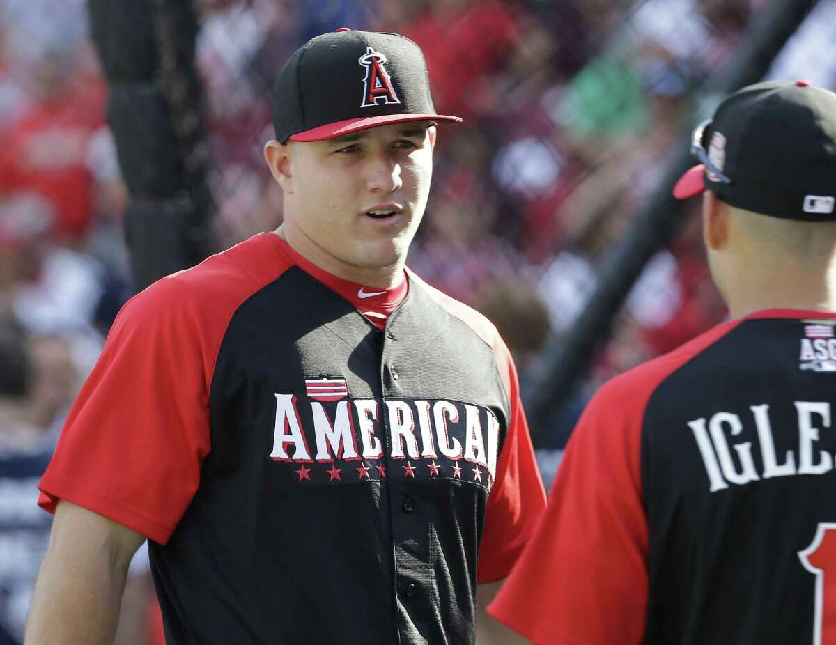 Mike Trout talks with Jose Iglesias during batting practice on Monday for the All-Star game in Cincinnati.
