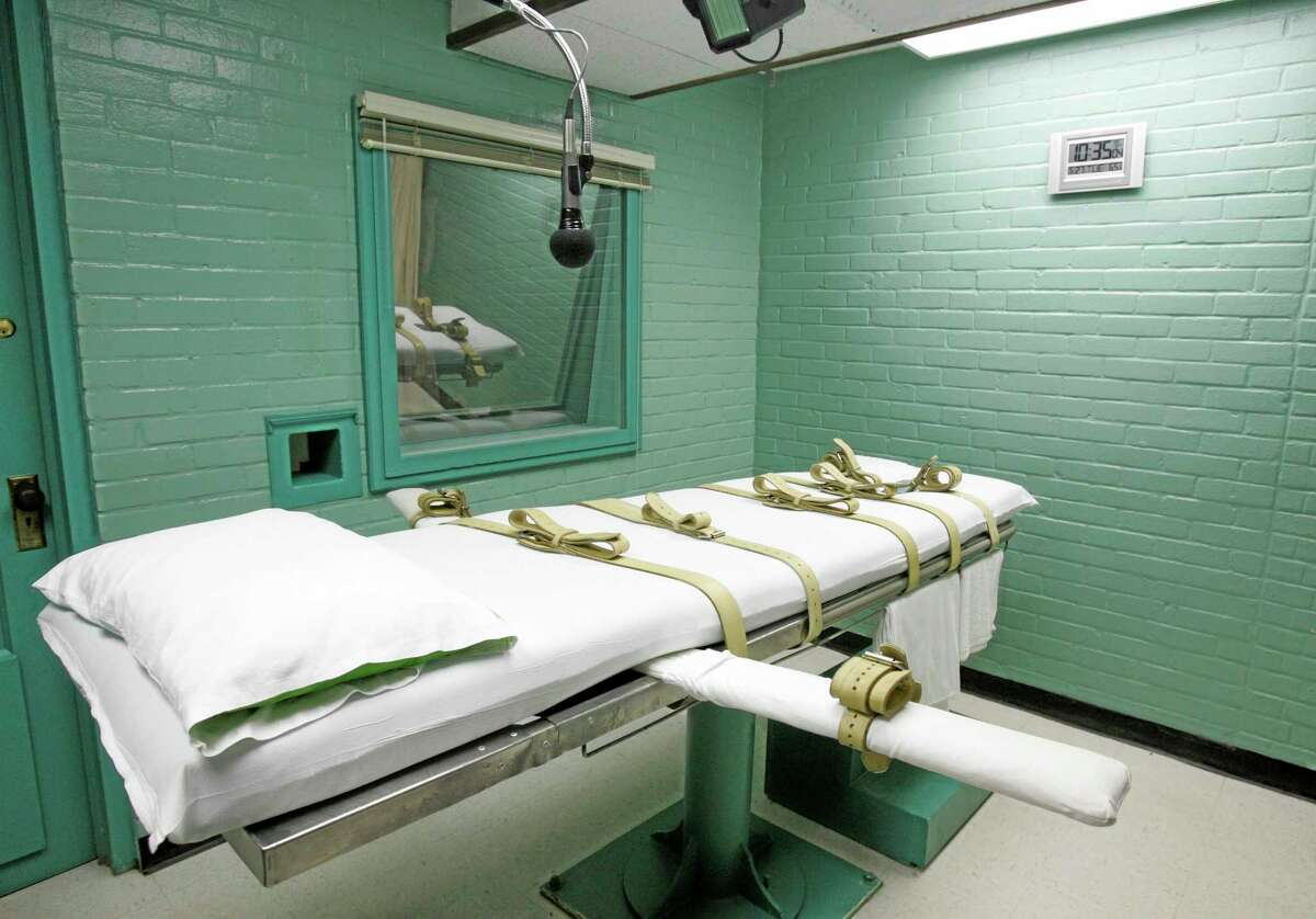 FILE - This May 27, 2008, file photo, shows the gurney in Huntsville, Texas, where Texas' condemned are strapped down to receive a lethal dose of drugs. A new report says the number of reported executions around the world rose almost 15 percent in 2013, and the United States was among the five countries putting the most people to death. The Amnesty International report released Thursday, March 27, 2014, says the 778 executions it was able to count last year donít include the thousands of people put to death in China, where such information is a state secret. (AP Photo/Pat Sullivan, File)