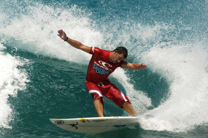 LOHIFUSHI ISLAND - JUNE 14: Beau Emerton of Foster, Australia performing a cutback advanced to the quarter finals of the ONeill Deep Blue Open at Lohifushi Island, Republic of Maldives on June 14th, 2002. (Photo by: Pierre Tostee/Getty Images.)