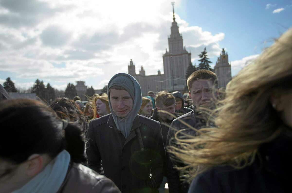 Protesters brave a chilling wind in Moscow, Russia, on Friday, March 28, 2014. The protesters gathered in Moscow to demonstrate against sanctions Obamaís government has set against Russia. (AP Photo/Ivan Sekretarev)