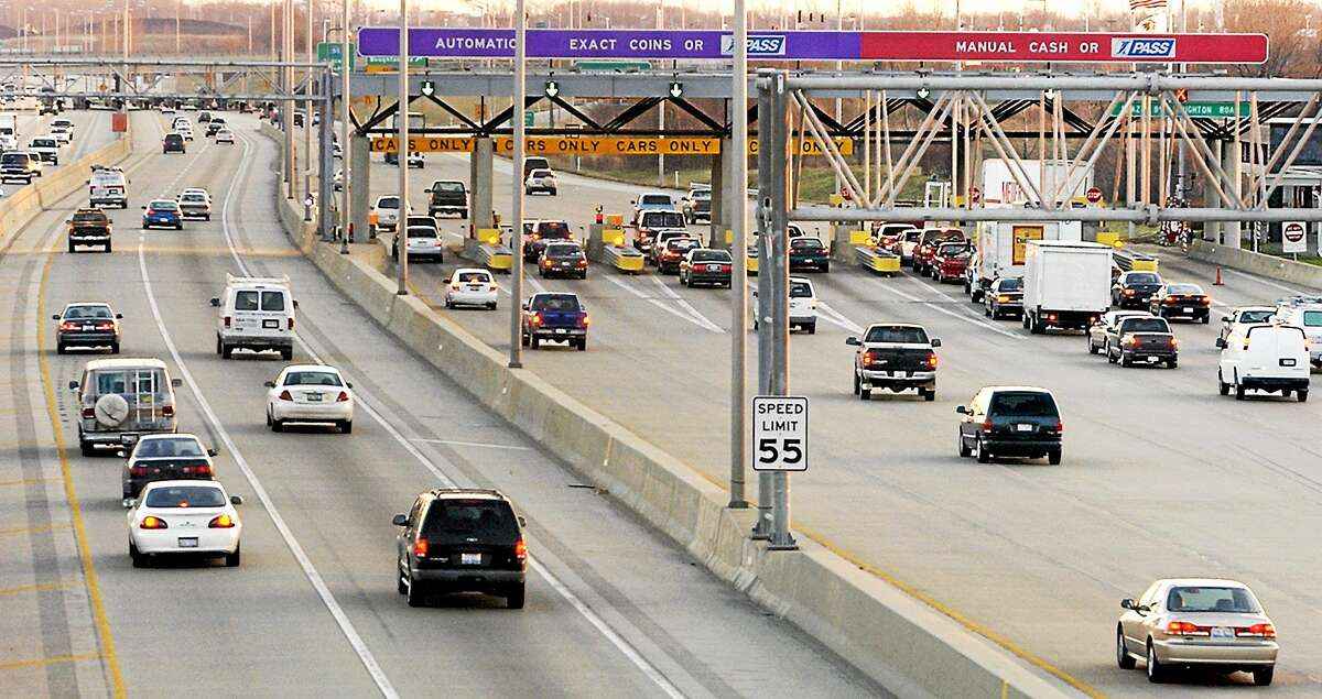An example of manual and automatic lanes at an electronic toll plaza in Downers Grove, Ill.