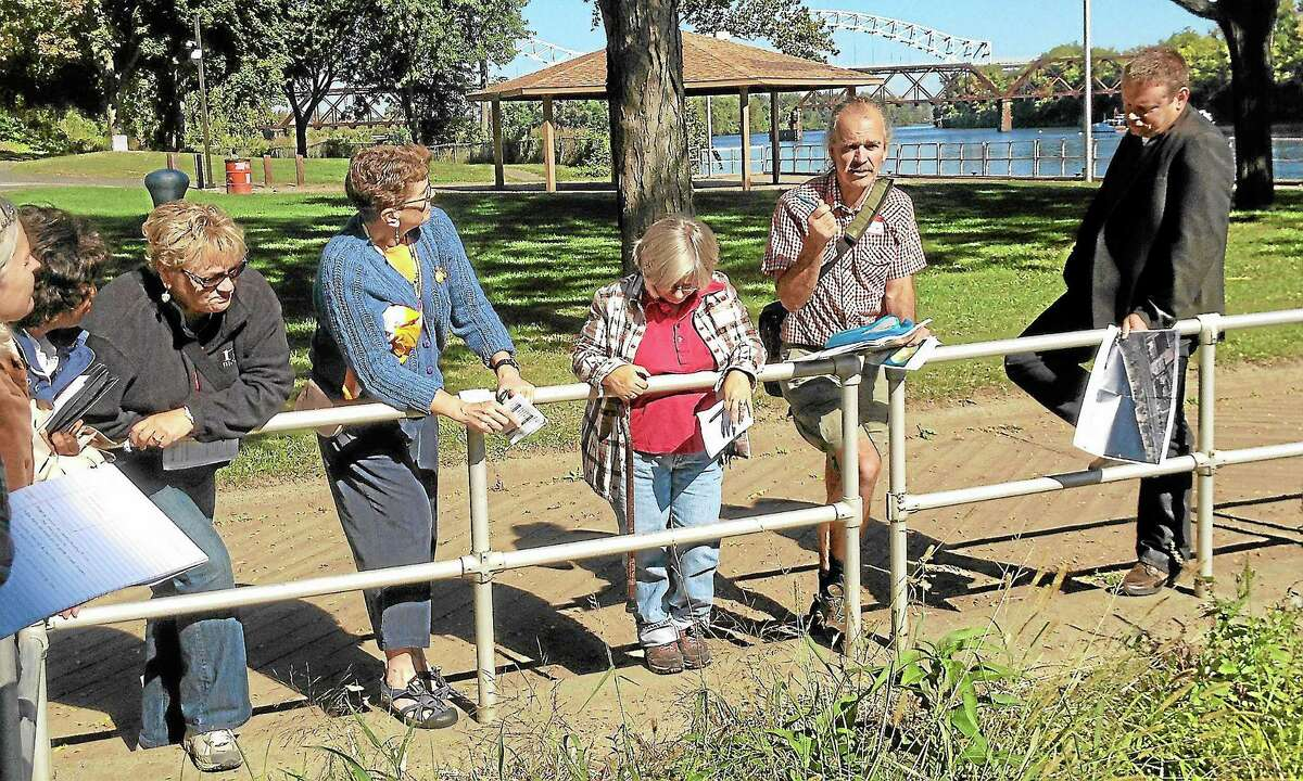 Alex Gecan - The Middletown Press ¬ City residents and officials toss around ideas for riverfront development at Harbor Park Saturday.