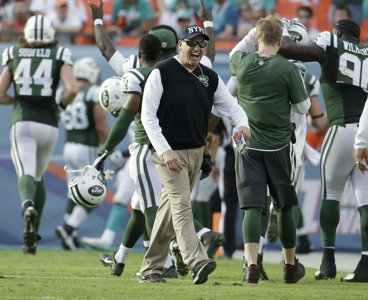 Jets head coach Rex Ryan celebrates a touchdown by tight end Jeff Cumberland late in the second half Sunday.