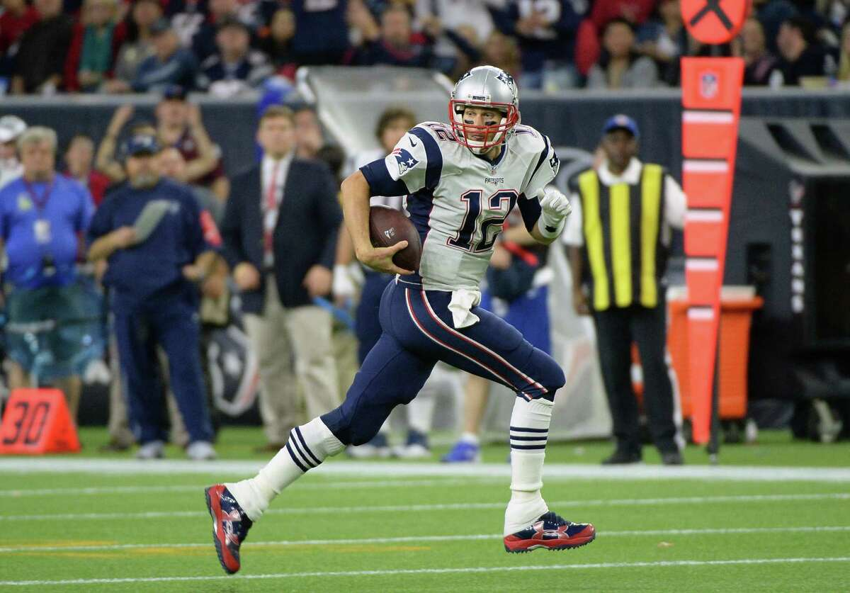 Quarterback Tom Brady and the Patriots can earn a first-round bye in the AFC playoffs with a victory today and a Broncos loss.