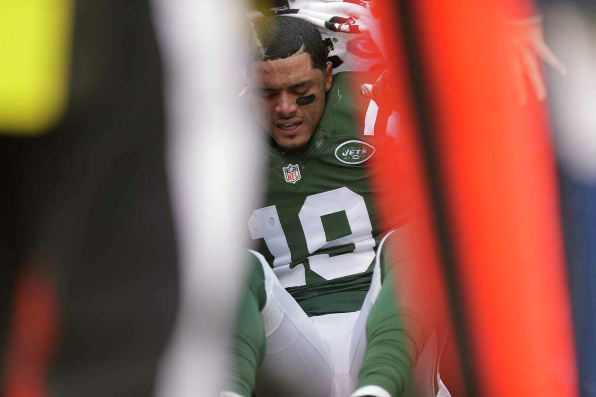 The Jets placed receiver Devin Smith on injured reserve.