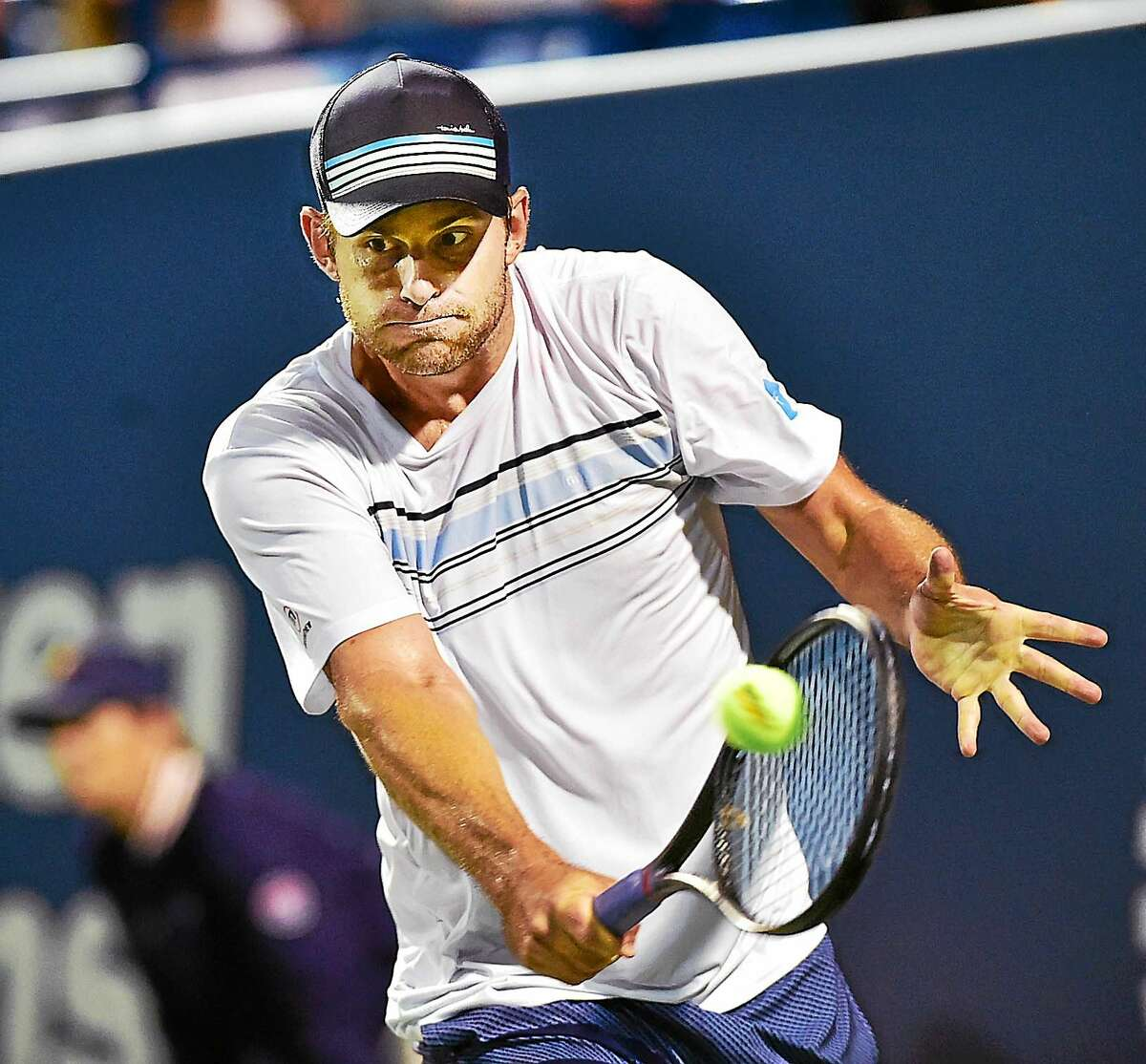 Andy Roddick lost to James Blake 7-5, 6-4 in the men's legends match on Thursday night at the Connecticut Open in New Haven.