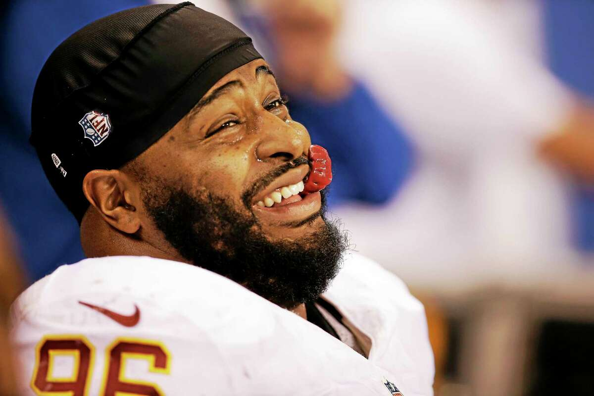 The Giants signed defensive tackle Barry Cofield.