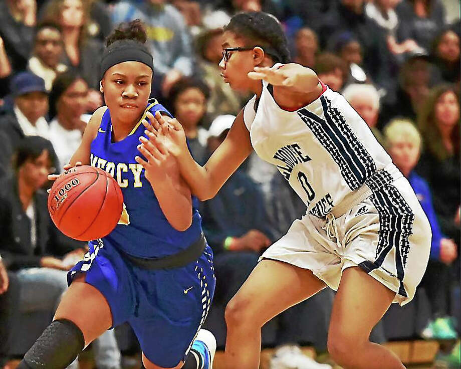 Mercy's Destine Perry drives to the paint as Hillhouse guard Tyee Allen defends as the Tigers defeat the Academics, 64-45, Wednesday at Hillhouse. Photo: Catherine Avalone — New Haven Register