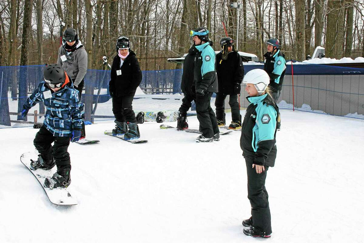 Powder Ridge Ski Area joins other snowboard areas in the U.S. to offer a beginner ski or snowboard lesson Jan. 8 in an effort to set the Guinness Book of World Records for the largest ever.