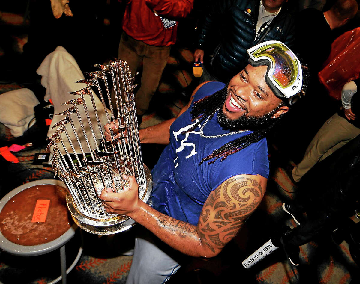 Johnny Cueto has agreed to a 6-year contract with starter Johnny Cueto.