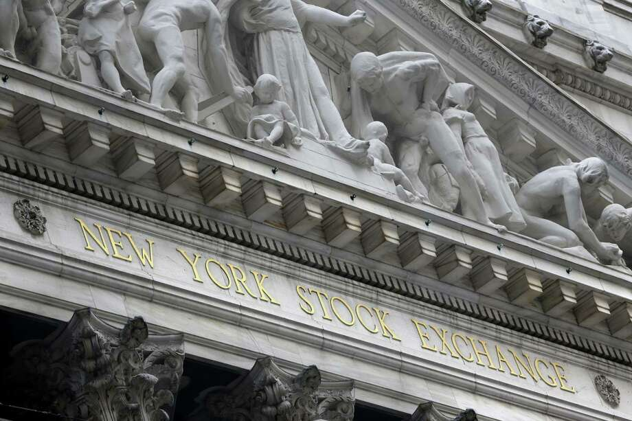 The New York Stock Exchange is seen on Aug. 24, 2015. World stock markets plunged on Monday after China's main index sank 8.5 percent, its biggest drop since the early days of the global financial crisis, amid deepening fears over the health of the world's second-largest economy. Photo: AP Photo/Seth Wenig  / AP