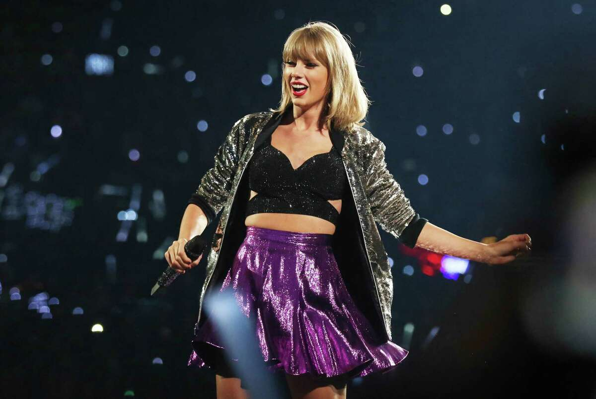 """In this Aug. 22, 2015 file photo, Taylor Swift performs during the """"1989"""" world tour at Staples Center in Los Angeles."""