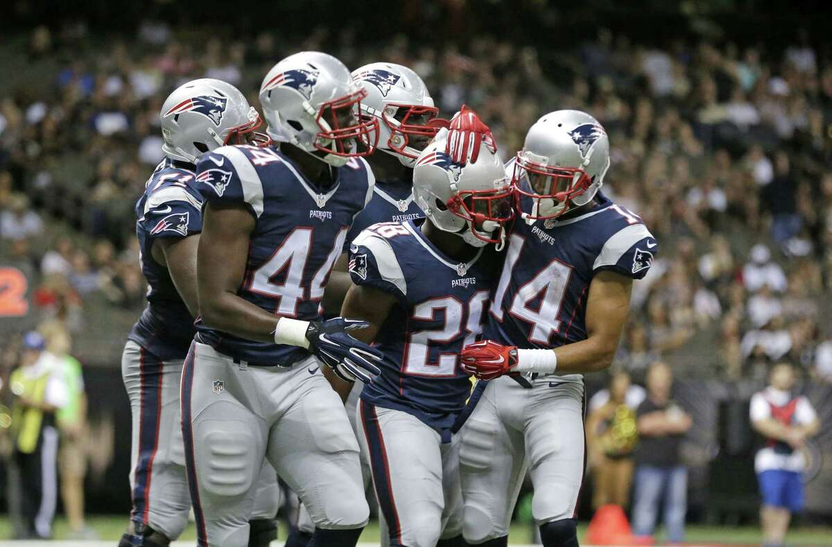 Patriots running back James White (28) celebrates his touchdown in the second half Saturday.