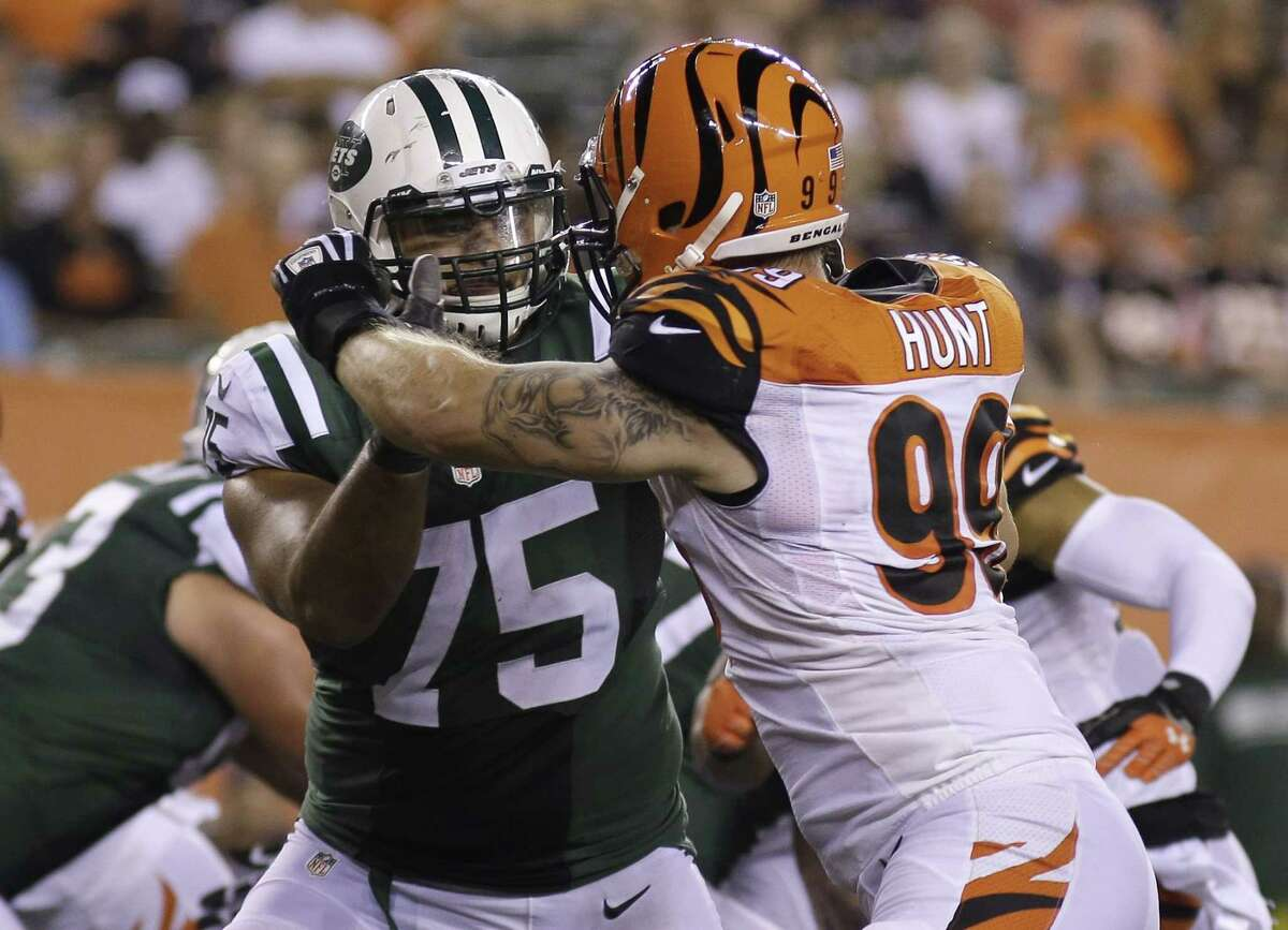 New York Jets offensive tackle Oday Aboushi (75) has been suspended one game without pay by the NFL for violating the league's substance abuse policy.