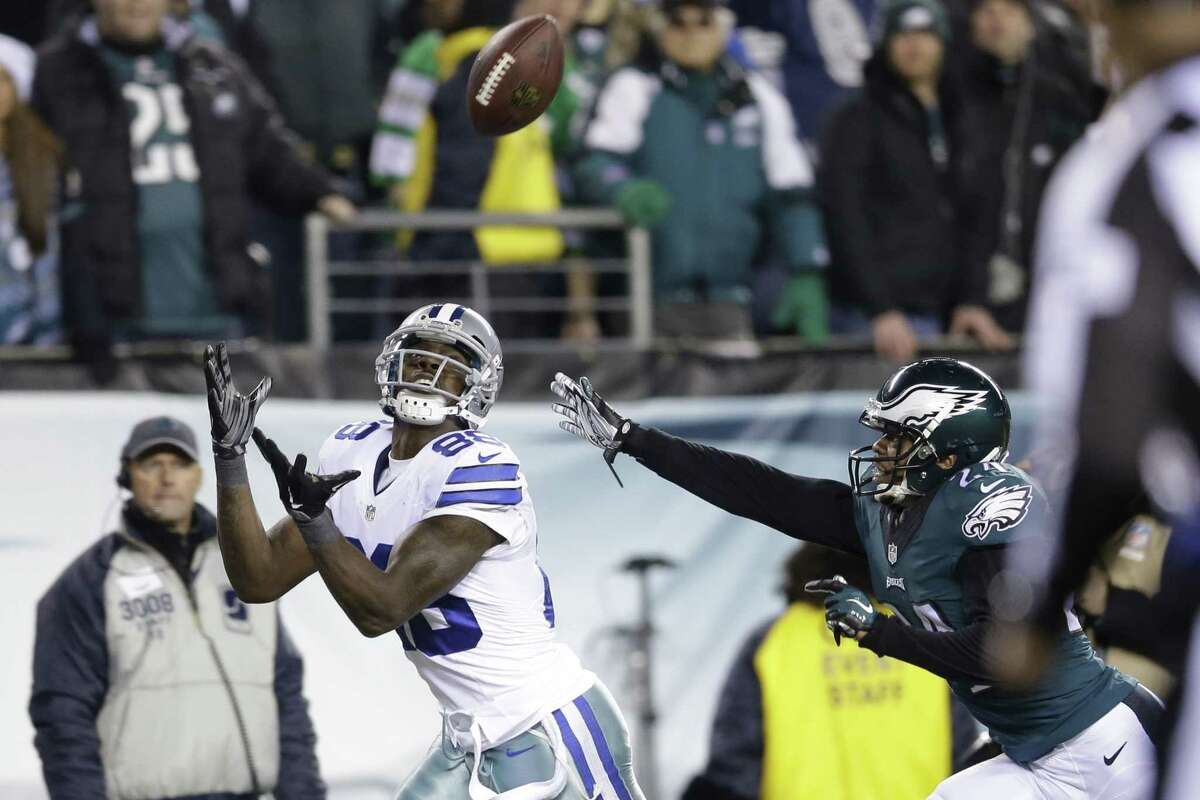 Dallas Cowboys' Dez Bryant (88) pulls in a touchdown against Philadelphia Eagles' Bradley Fletcher (24) during the second half of an NFL football game, Sunday, Dec. 14, 2014, in Philadelphia. (AP Photo/Matt Rourke)