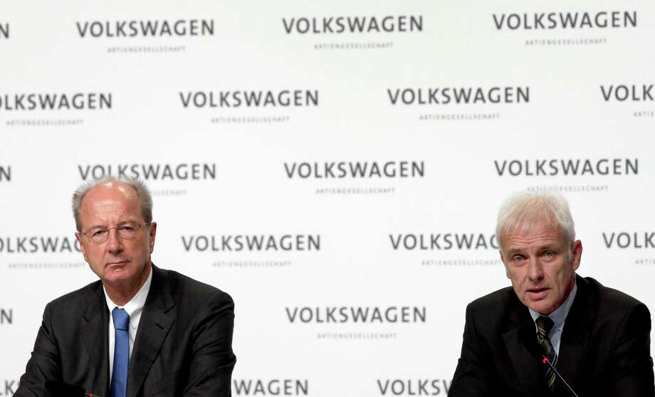 Hans Dieter Poetsch, chairman of the board of directors of Volkswagen, left, and Matthias Mueller, CEO of Volkswagen, right, address the media during a press conference of the German car manufacturer Volkswagen in Wolfsburg, Germany on Dec. 10, 2015. Photo: AP Photo/Michael Sohn  / AP