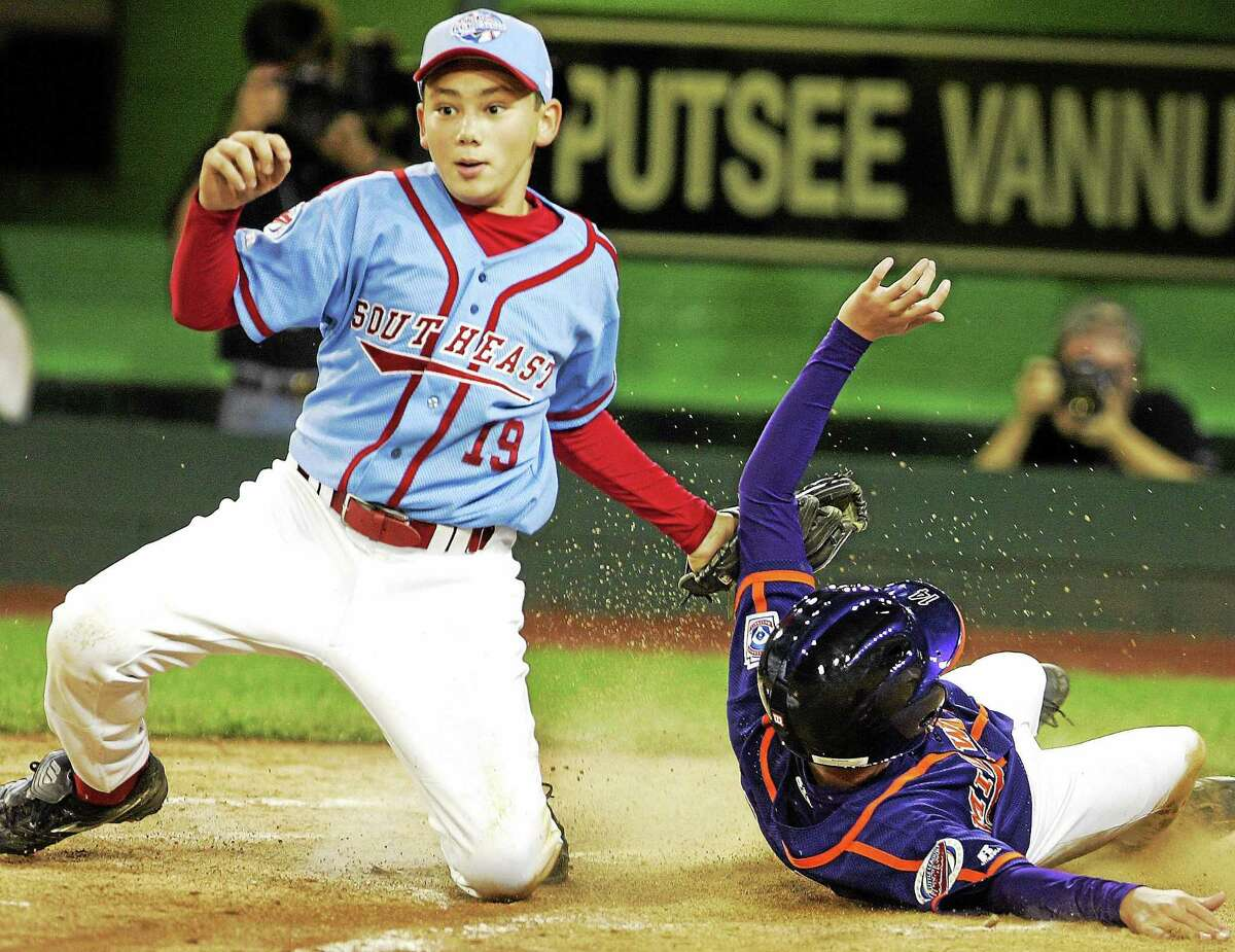 Maitland, Florida's Dante Bichette, Jr. (19) puts the tag on Davenport, Iowa's Eric Weiman during the 2005 World Series. Bichette Jr. is currently in the Yankees organization at Double-A Trenton.