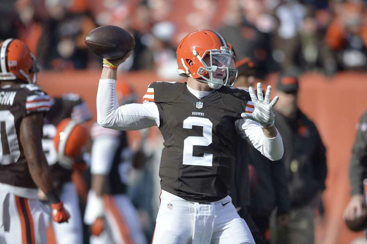 Browns quarterback Johnny Manziel warms up before Sunday's game against the Indianapolis Colts in Cleveland. The Colts won 25-24.
