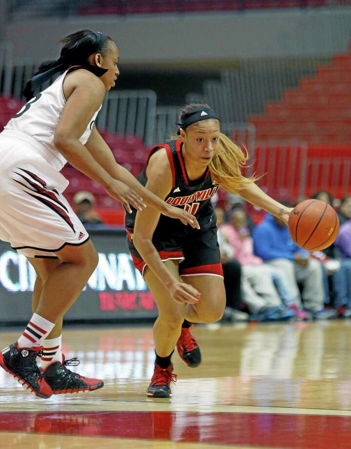 Louisville guard Antonita Slaughter drives against Cincinnati forward Jeanise Randolph during the first half of a March 1 game in Cincinnati. Photo: David Kohl — The Associated Press  / FR51830 AP