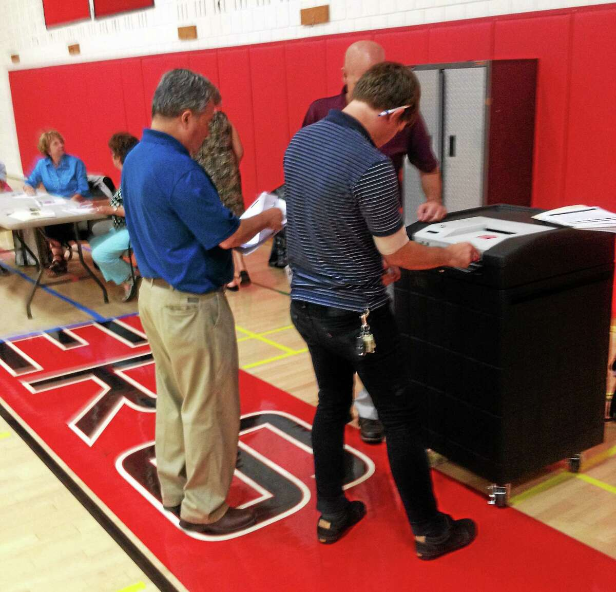 Voters in Cromwell cast their ballots in Tuesday's Democratic primary.