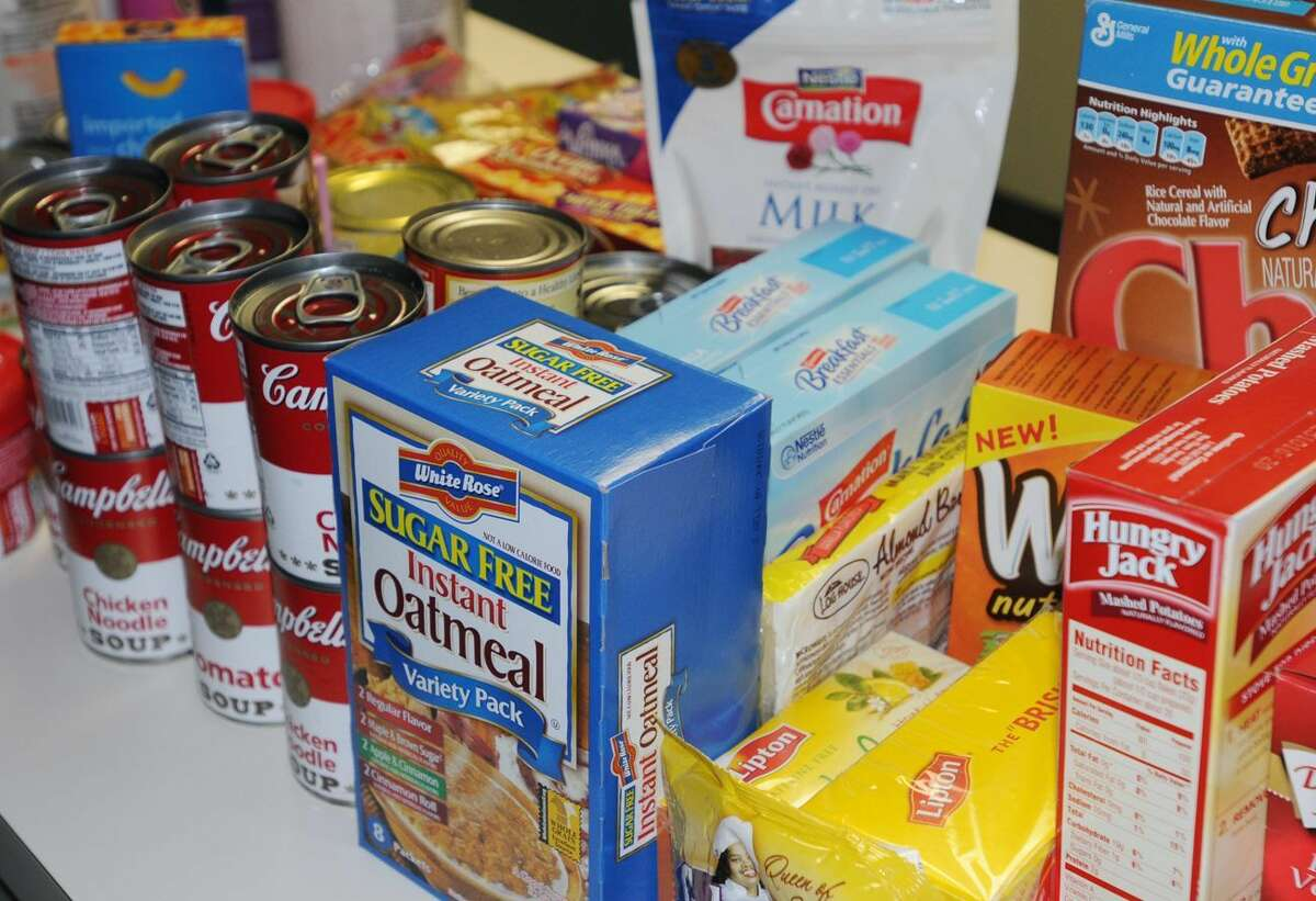 Cromwell police and volunteers will be collecting non-perishable food donations and cash to help the town's fuel and food banks.